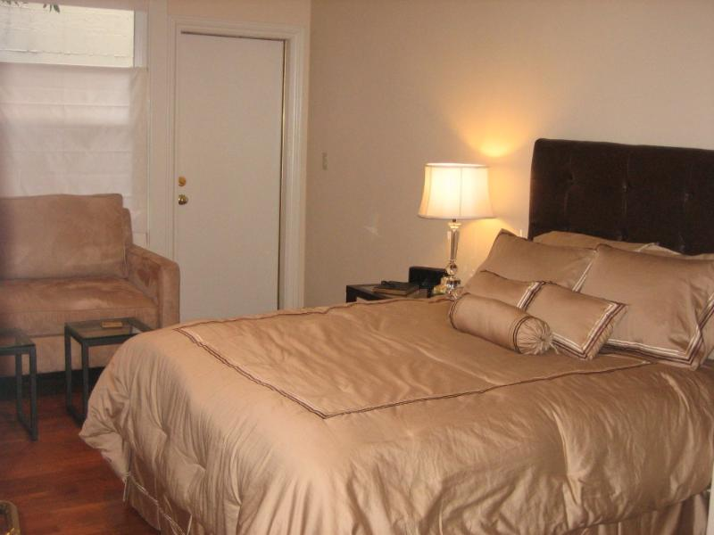 SUPERB STUDIO UNIT WITH COMPLETE AMENITIES - Image 1 - San Francisco - rentals