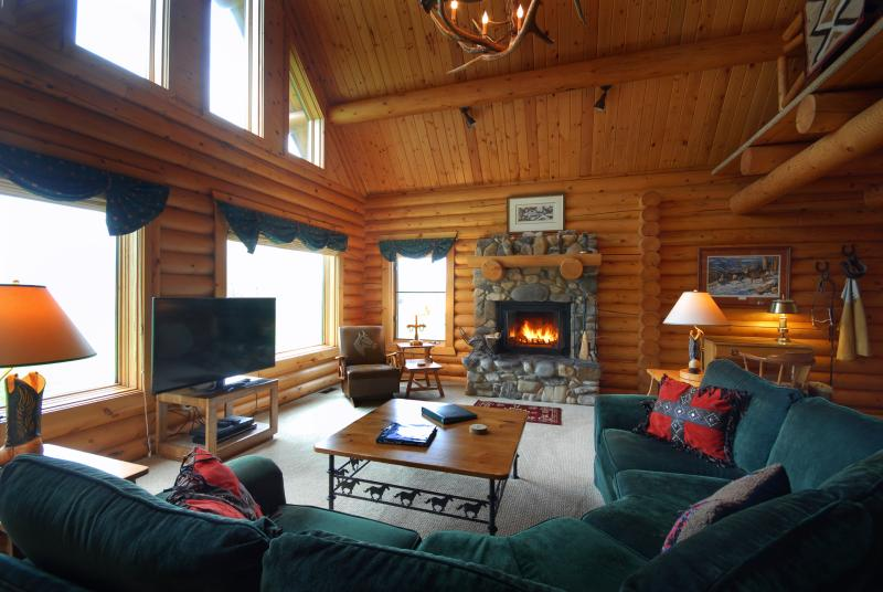 Spacious great room with rock fireplace - Eagle's Loft  - Perfect Mountain Retreat - Ennis - rentals
