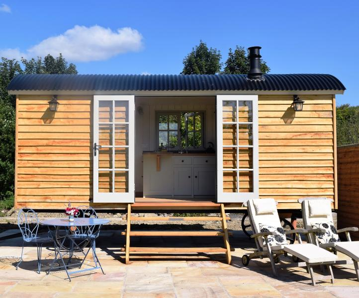 Luxurious seclusion in a miniature house on wheels - Mowbarton Shepherd's Hut - Wedmore - rentals