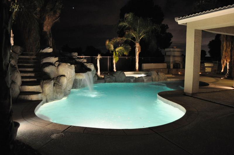 Beautiful heated pool with water slide and jetted tub - 5 bedroom, 3 bath, golf course, backyard paradise - Queen Creek - rentals