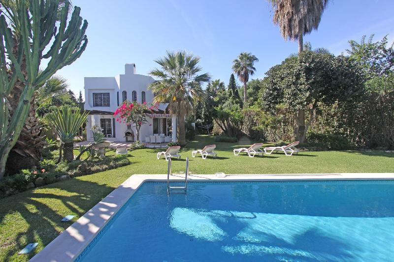 Villa in a tropical garden with heated pool and sunlounger to enjoy your holiday - VILLA HEAT. POOL 1.LINE GOLF COURT  PUERTO BANUS - Nueva Andalucia - rentals