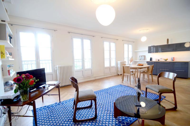 Spacious modern 1BR apt in the heart of Le Marais - Image 1 - Paris - rentals