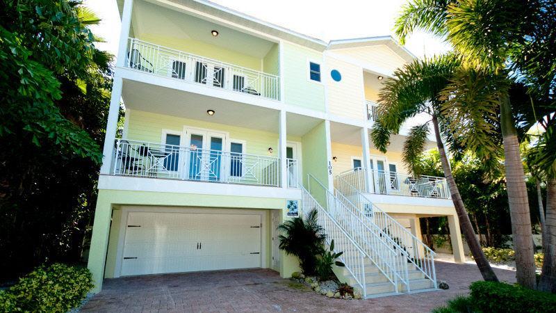 Casa Playa Luxury 4 bedroom beach to bay home - Image 1 - Bradenton Beach - rentals