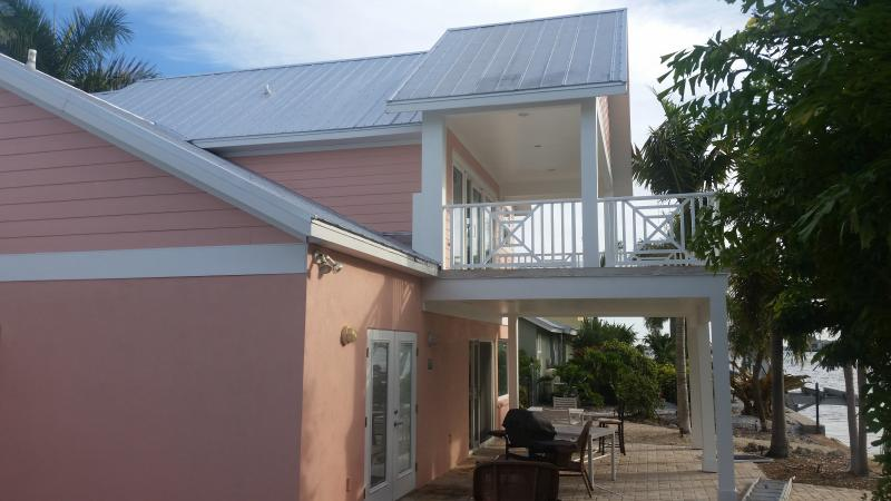Casa Rosa! Canal Front Home With Pool And Dock - Image 1 - Bradenton Beach - rentals