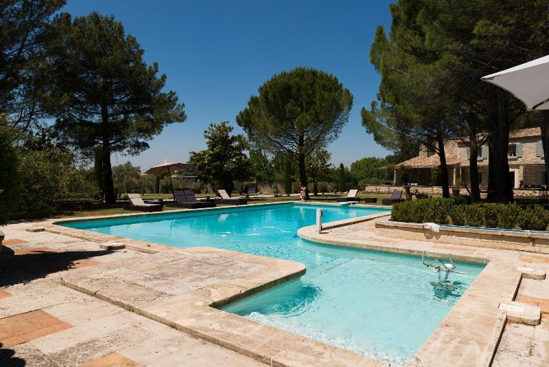 Villa Raffinee - Image 1 - Saint-Remy-de-Provence - rentals