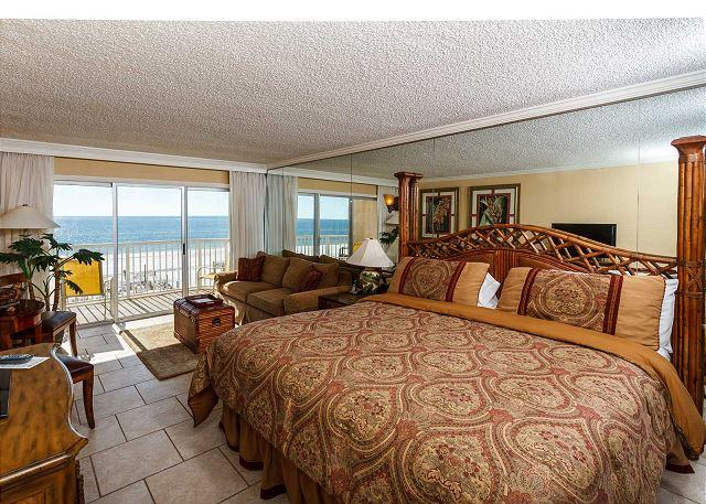 Amazing view from this 3rd floor efficiency! Great layout and go - Condo #304: Beautiful efficiency- balcony, pool, WiFi - Fort Walton Beach - rentals