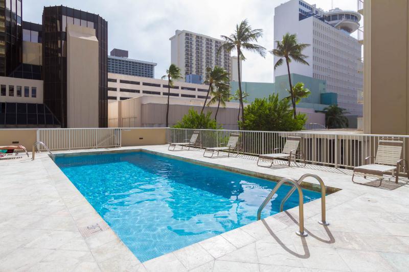 TROPICAL STUDIOS  IN WAIKIKI - FREE PARKING & WIFI - Image 1 - Honolulu - rentals
