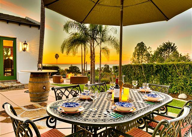 Spacious outdoor Dining Area with stellar ocean views - 17% OFF JAN DATES Sweeping Ocean views, completely remodeled, private hot tub - La Jolla - rentals