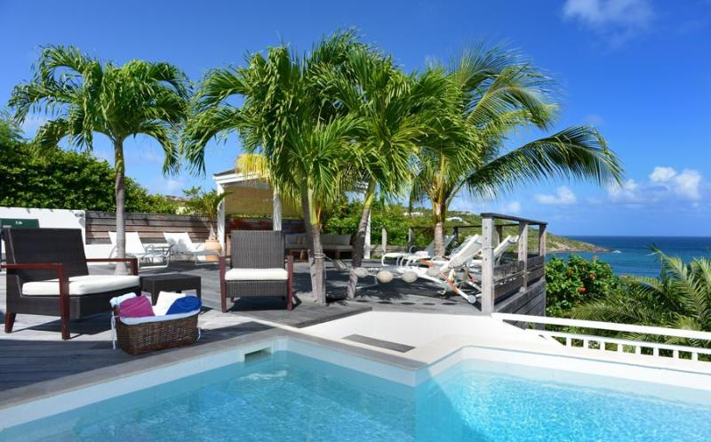 Short walk to the beach! - Image 1 - Marigot - rentals