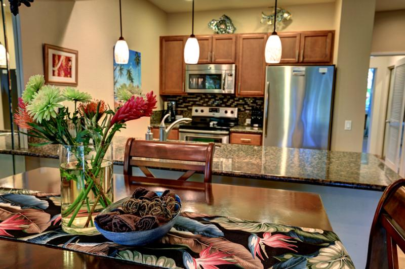 Completely Renovated Kitchen with Granite, Quiet Close Cabinets, Stainless Appliances, Fully Stocked - Custom Showers, Modern & Renovated Top to Bottom! - Wailea - rentals