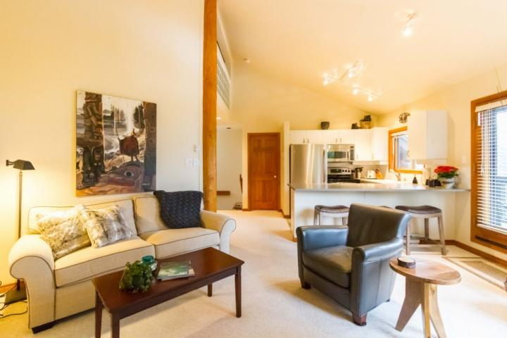 Impressive Vaulted ceilings, open concept living room - Painted Cliff Townhouse unit 10 - Whistler - rentals