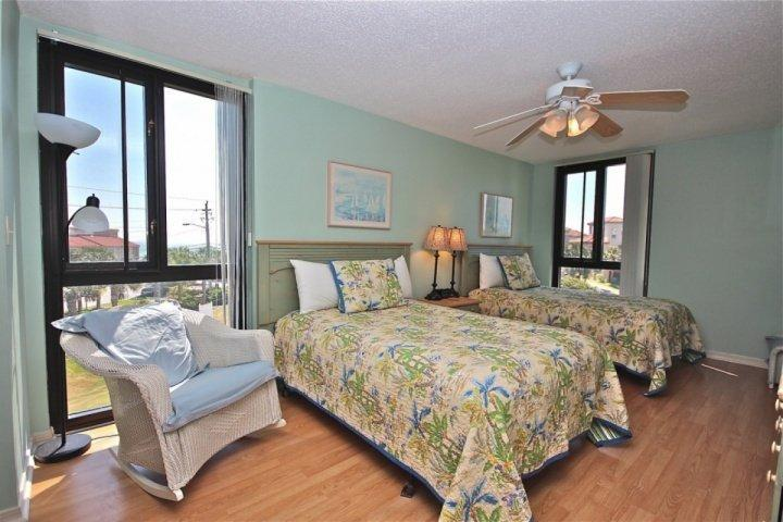 Spacious Unit at Enclave #302A which Sleeps 6 and is across the street from the - Image 1 - Destin - rentals