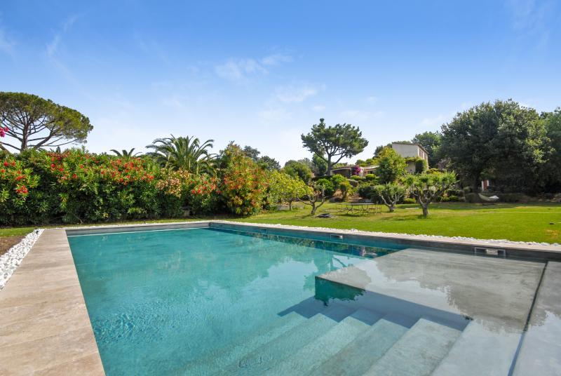 Villa Rouge - Image 1 - Saint-Tropez - rentals