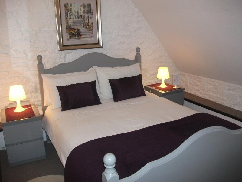 Family suite- double bedded room - B & B Family Suite for 6 - private ensuite shower - Mont-St-Michel - rentals