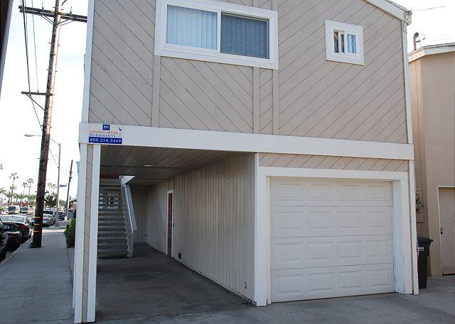 Great Upper Duplex, 1 Block From the Beach! (68203) - Image 1 - Newport Beach - rentals