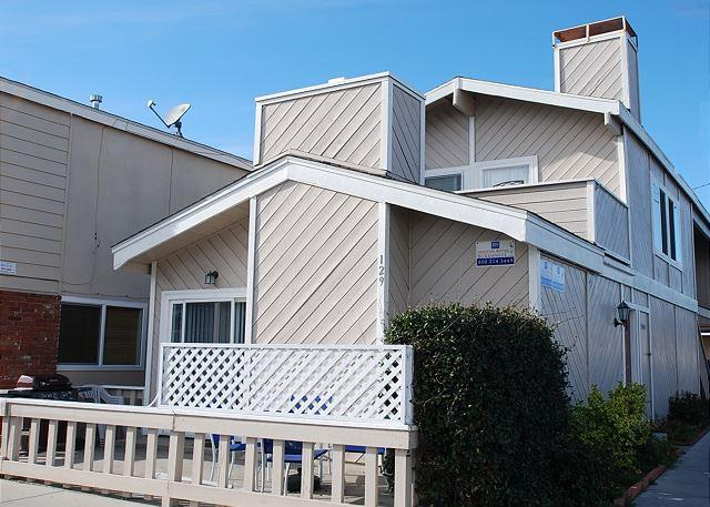 Great Price! Spacious Lower Duplex, 1 Block from Beach! (68202) - Image 1 - Newport Beach - rentals