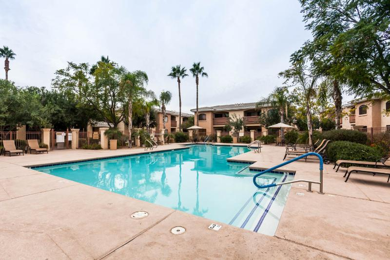 Pool heated to 85 degrees November through March - Desert Breeze 2-BR hideaway in Phoenix AZ - Phoenix - rentals