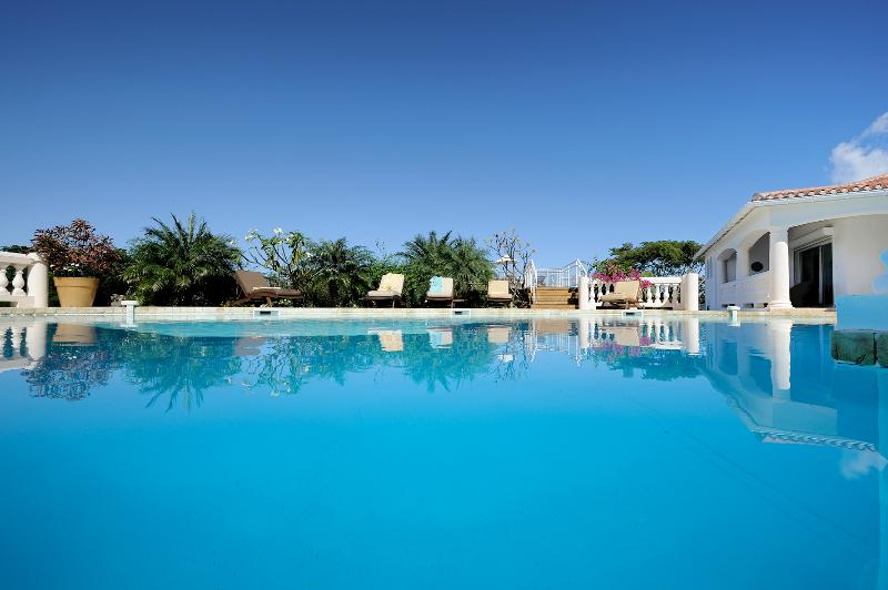 Spend a wonderful vacation in a 4+1 bedroom villa in St. Martin. - Image 1 - Terres Basses - rentals