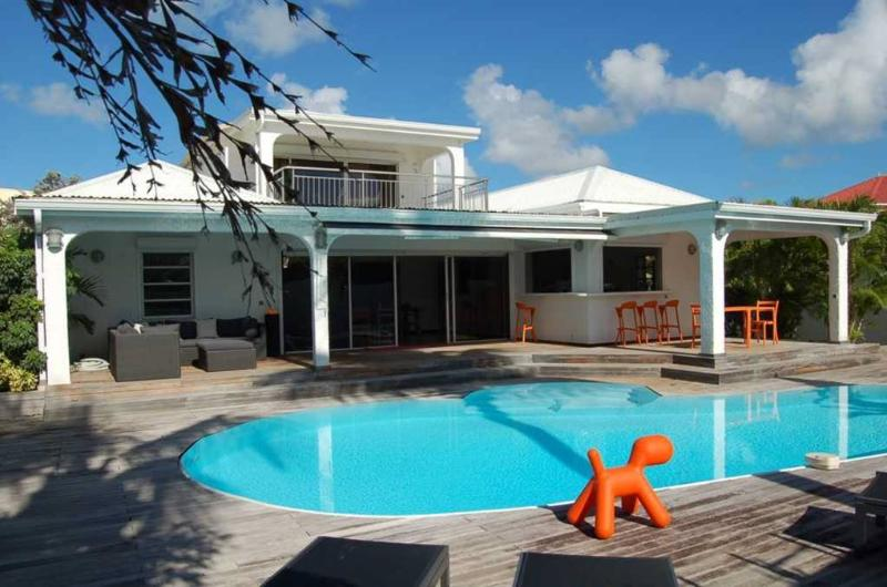 A peaceful haven with swimming pool and Jacuzzi - Image 1 - Nettle Bay - rentals