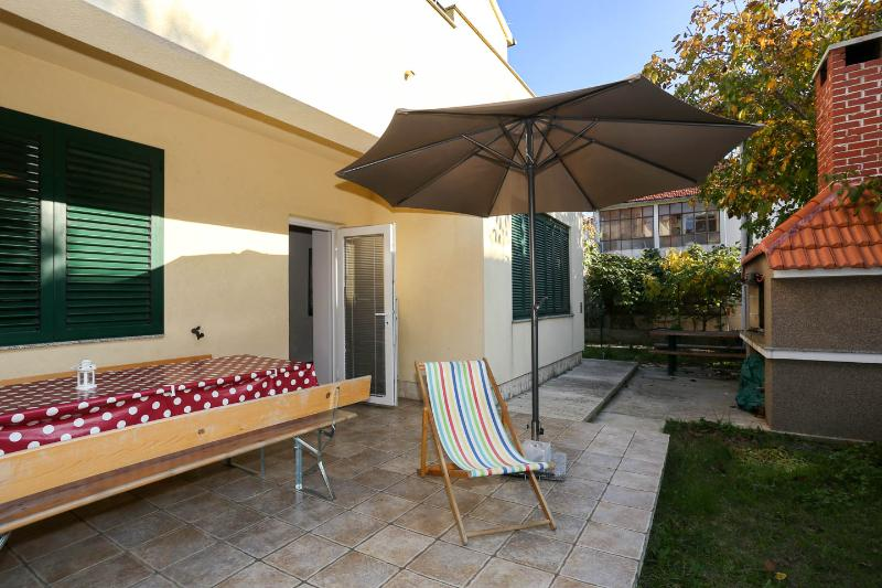 3 BeDRooM, GaRDeN, PRiVaTe PaRKiNG! - Image 1 - Zadar - rentals
