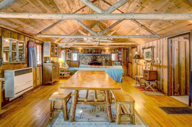 Beautiful cabin w/private hot tub! Hike, fish, shop & more! - Image 1 - Idyllwild - rentals