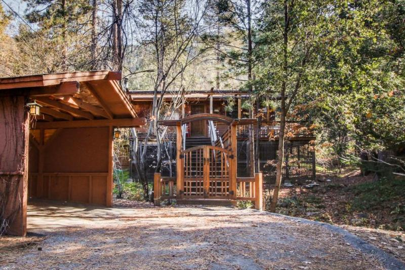 Cozy, quiet house with a large deck and private hot tub! - Image 1 - Idyllwild - rentals