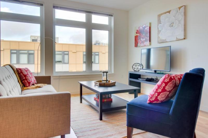 Chic lakefront condo w/ building amenities - Dogs welcome! - Image 1 - Seattle - rentals
