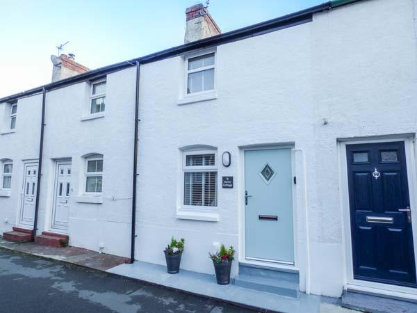 KIRRIN COTTAGE, king-size double bedroom, WiFi, walks from the door, romantic retreat, in Conwy, Ref 920860 - Image 1 - Conwy - rentals