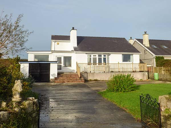 ABERMOR, detached, all ground floor, lawned garden, WiFi, woodburner, in - Image 1 - Moelfre - rentals