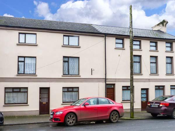 APARTMENT NO. 1, pet-friendly apartment, close pub, good walking, Clogheen Ref 923590 - Image 1 - Cahir - rentals