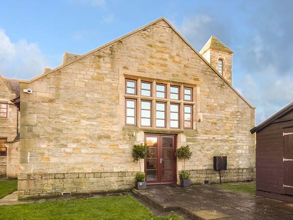 BRIDGE HOUSE en-suite shower, WiFi, woodburning stove, enclosed garden in Wolsingham. Ref 930409 - Image 1 - Wolsingham - rentals