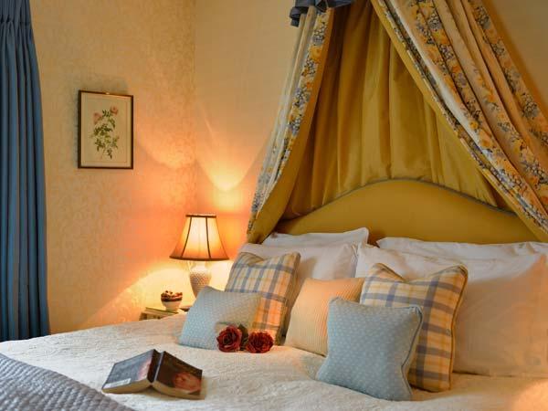 COLERIDGE, luxury, detached cottage, woodburner, pet-friendly, hot tub, Kilve, Ref 930747 - Image 1 - Kilve - rentals