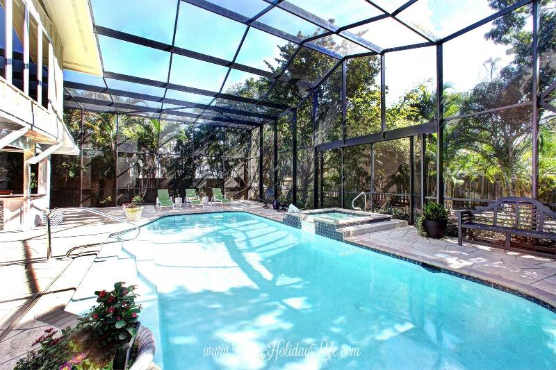 9th Ave Beach House of Olde Naples - Walk to 5th and Beach! - Image 1 - Naples - rentals