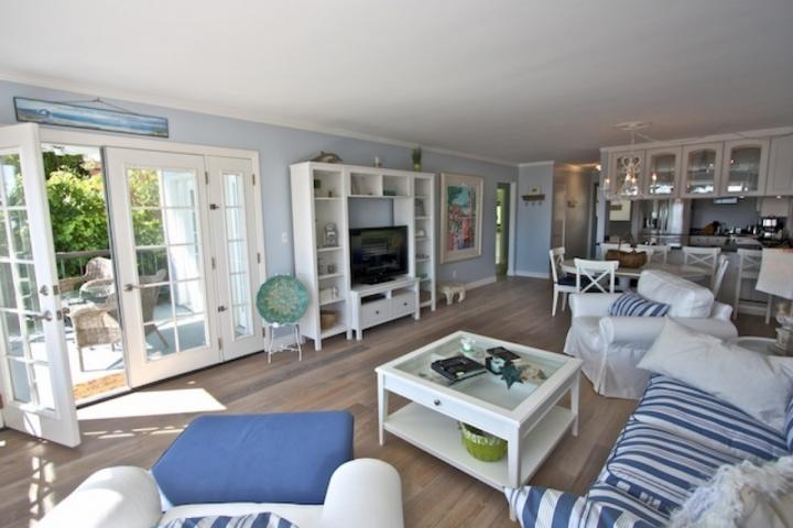 Living room with view patio - Moss Cove Ocean View Condo - Laguna Beach - rentals