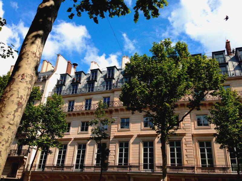 parisbeapartofit - 2 BR 2BA near Opera, Rue Notre Dame de Lorette - Image 1 - Paris - rentals