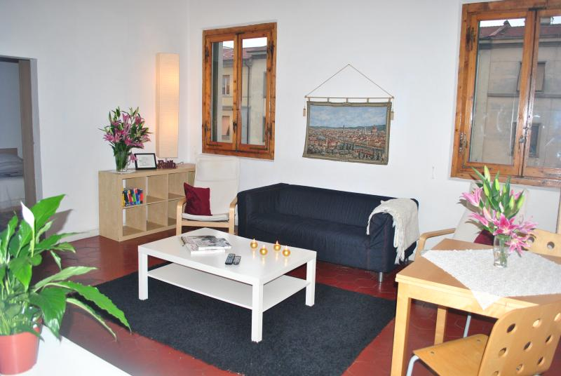 Living room.  Table extends for 12 people - Liahona 4 bedroom Apartment in ideal location - Florence - rentals