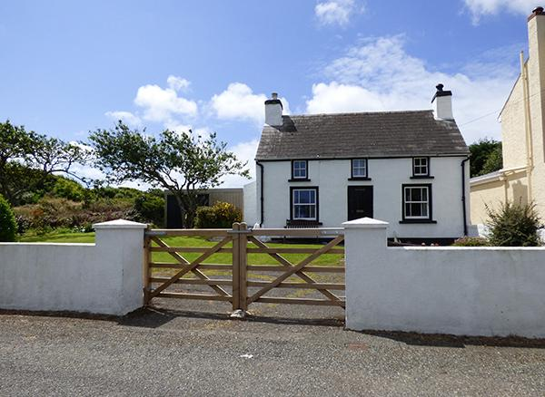 Pet Friendly Holiday Cottage - Beacon House, Marloes - Image 1 - Pembrokeshire - rentals