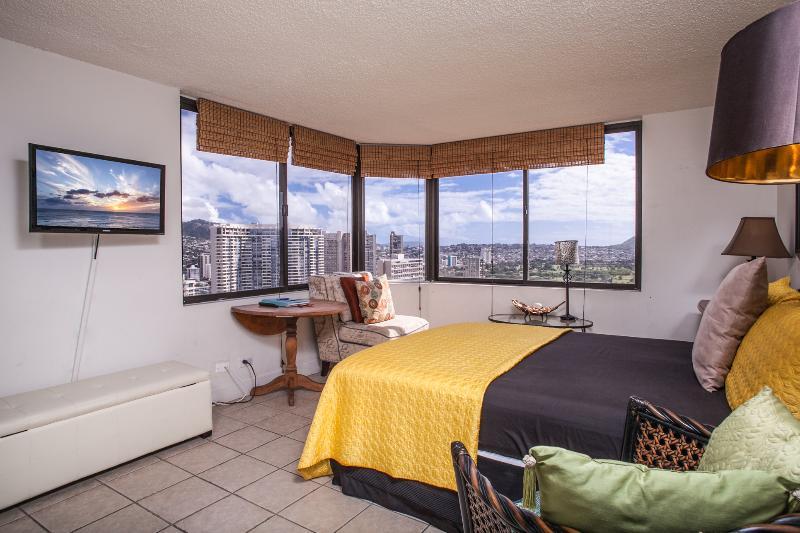 2BR / 2BTH Amazing Panoramic, Ocean Views, HM 3506 - Image 1 - Honolulu - rentals