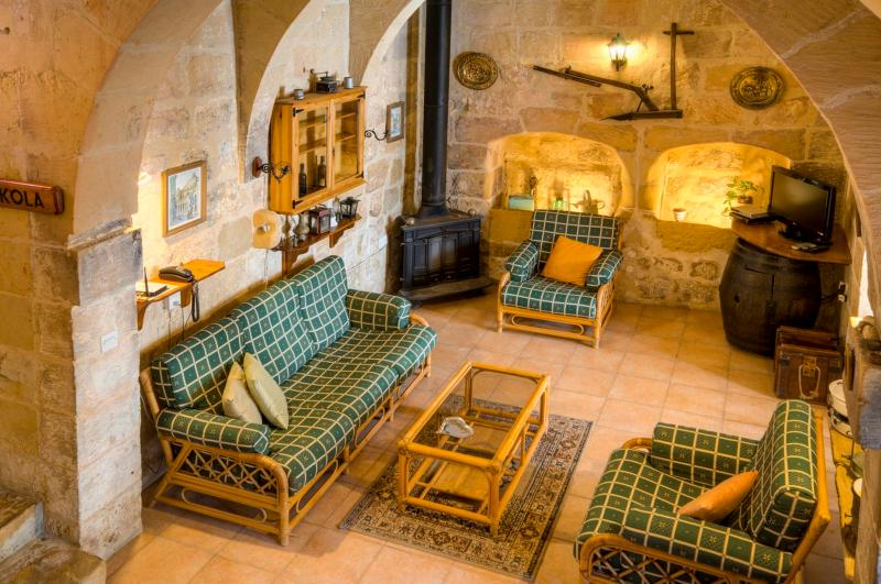 sitting room - Ta' Nikola Farmhouse - Island of Gozo - rentals