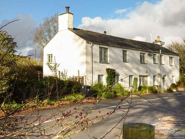 3 VALE VIEW, cosy cottage, open fire, WiFi, upside down accommodation, Hawkeshead, Ref. 25709 - Image 1 - Hawkshead - rentals