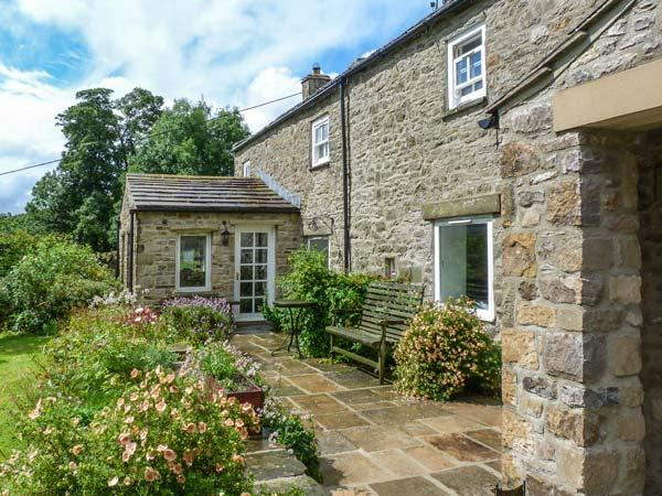 OLD POST OFFICE, character cottage, open fires, ideal for a family, in Reeth, Ref 27237 - Image 1 - Reeth - rentals