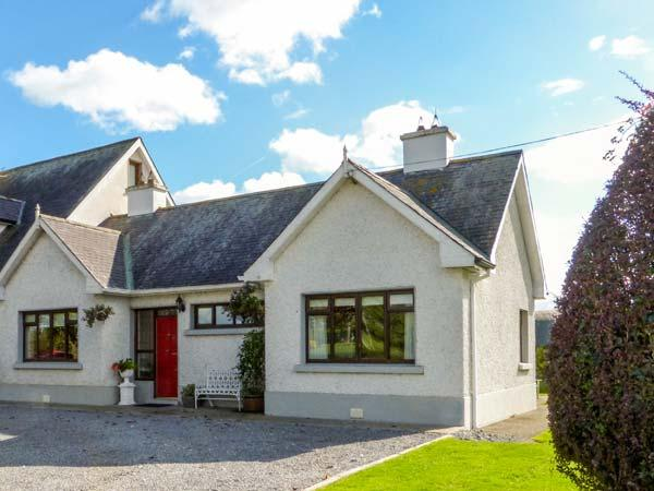 CHERRYFIELD, cosy cottage in lovely countryside, multi-fuel stove, en-suite, garden, in Ballyragget, near Kilkenny, Ref 904441 - Image 1 - Ballyragget - rentals