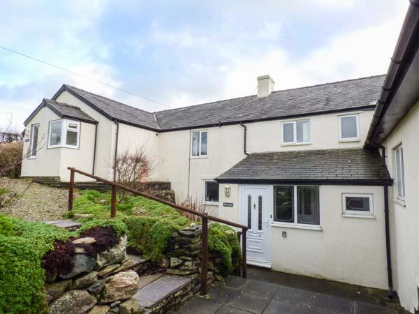MANAWDAN, en-suite bedrooms, WiFi, enclosed garden, mountin views, near - Image 1 - Caernarfon - rentals