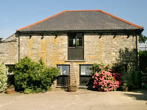 DOVE COTTAGE solid fuel stove, shared use of hot tub and sauna, romantic retreat in Camelford Ref 925990 - Image 1 - Camelford - rentals
