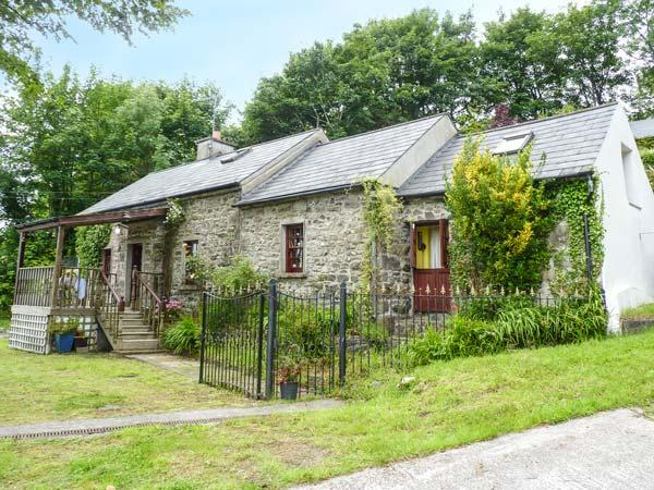 LIME TREE COTTAGE, quaint, superb views, covered decking, pet-friendly, stove, Clonmel, Ref. 926801 - Image 1 - Clonmel - rentals