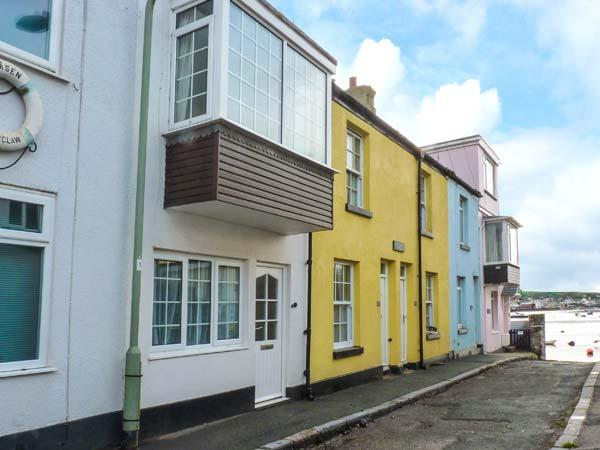 SUNSHINE COTTAGE, two bedrooms, few paces from a beach, ideal for families, in Teignmouth, Ref 930334 - Image 1 - Teignmouth - rentals