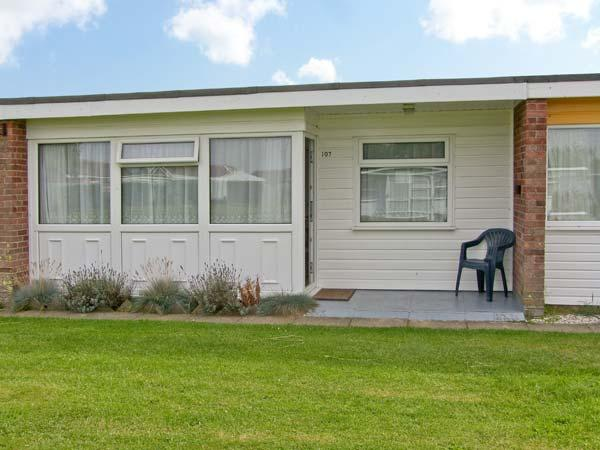 BEACH ROAD CHALET, shared grounds & swimming pool, in Great Yarmouth, Ref 930942 - Image 1 - Great Yarmouth - rentals