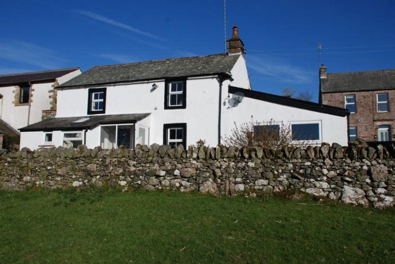 HARBOUR HOUSE, Motherby, Ullswater - Image 1 - Penruddock - rentals