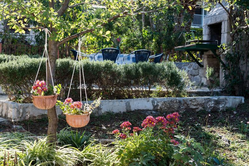 garden (house and surroundings) - 00201POST H(4+1) - Postira - Postira - rentals