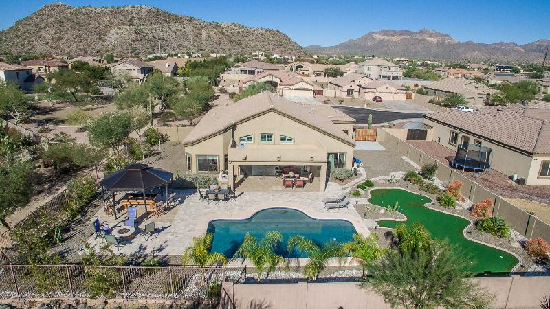 Very large Oasis Yard with lots of choices for Fun & Recreation - Luxury Oasis Home- Large Pool- Putt Green-Bowling - Mesa - rentals